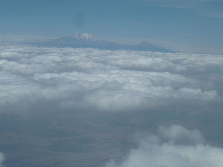 le Kilimandjaro, vue depuis le hublot. Vol Arusha-Zanzibar