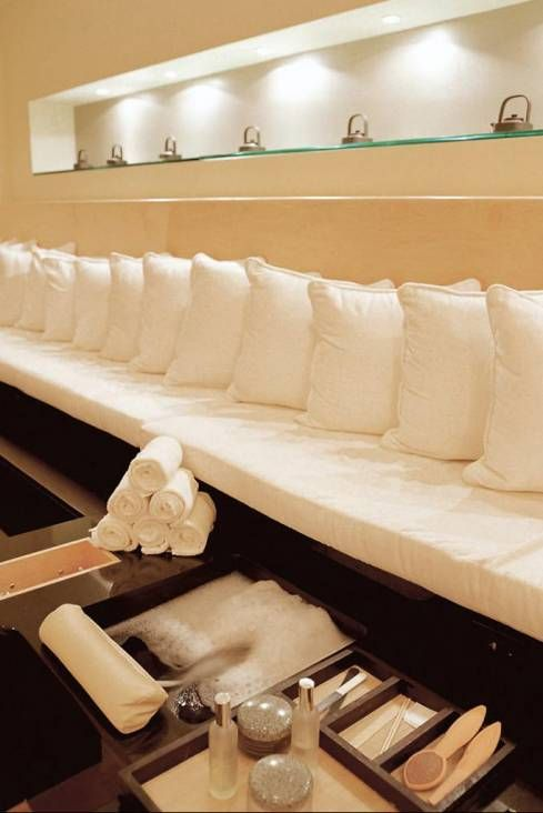 Pedicure area: Foot Bath, Pedicures Sets Up, Pedicures Benches, Nails Salons Business Ideas, Nails Salons Decor, Pedicures Área, Pedicures Area, Hairdressers Salons Decor, Pedicures Wall