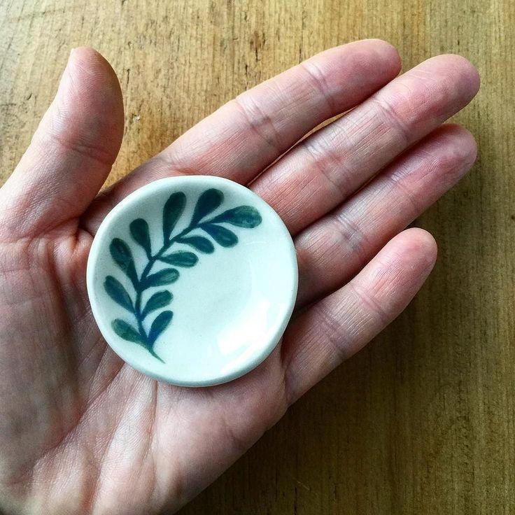 A teeny tiny bowl  #handpainted #handmade #stoneware #nicolahartstudios #leaf #plants #ceramics #pottery #handmade #australiandesign #australianceramics #etsy #sydneymade #bespoke