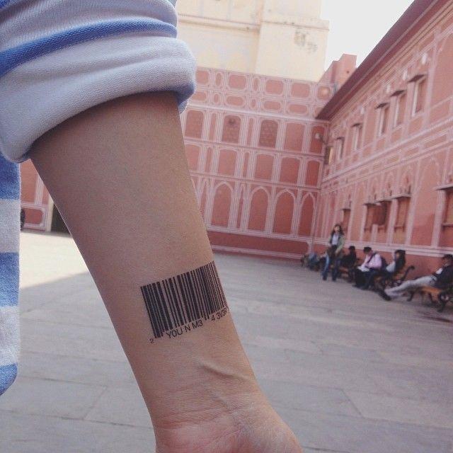 Temporary Tattoo 'Hidden Messages' - Dottinghill. Modieuze, draagbare kunstwerkjes die iedereen kan gebruiken als een alledaagse accessoire om je outfit, stemming of gebeurtenis aan te vullen.