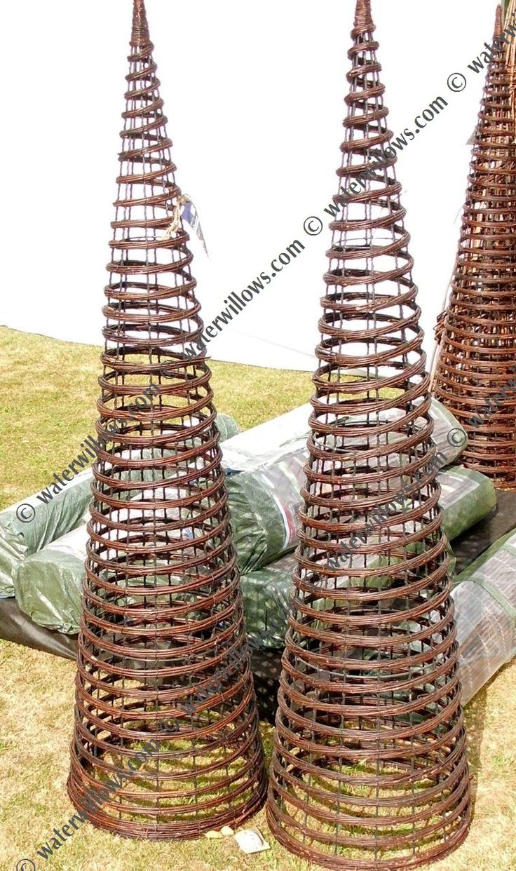 Living Willow,living structures,rods, cuttings, hurdles, weaving - SCREENING:TRELLIS, OBELISKS