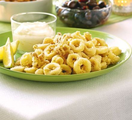 A hint of garlic mayo makes everything that little bit more delicious, and this crisp calamari is no exception