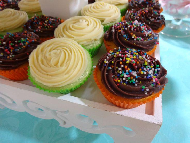 Cupcake médio de limão com mousse e de cenoura com brigadeiro gourmet preto! Hum!! #MyCake #ClaudiaCake #JuliaCake #DoSeuJeito  #DoSeuJeito #Encomende #Sabor #Deliciosos #EuQuero