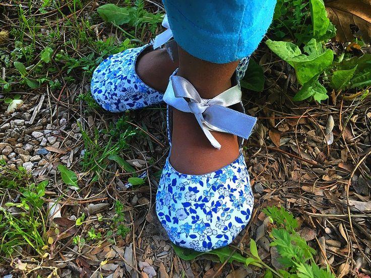 Chaussons sandales bébé fille en coton liberty bleu : Mode Bébé par hazaliwa