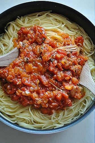 μακαρόνια με ναπολιτάνικη σάλτσα