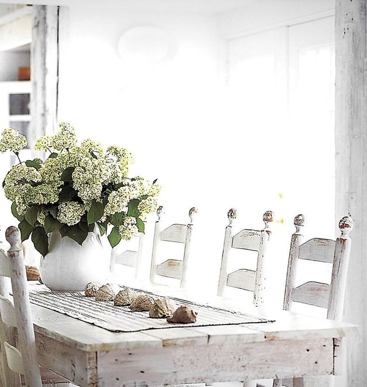 sweetness: Beaches House, Lights Tables, House Ideas, Harvest Tables, Shabby Chic, Purple Rose, Farmhouse Style, Farmhouse Tables, Dining Rooms Tables