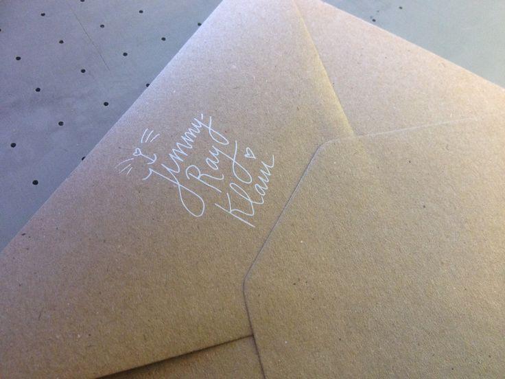 Bijzondere geboorte envelop - Zeefdruk - witte inkt - ambachtelijk - Op kraft enveloppen - Recycle papier - www.dekijm.nl