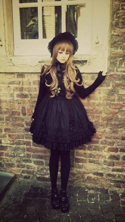 Estilo Lolita - Fotos da linha do tempo   via Facebook su We Heart It.