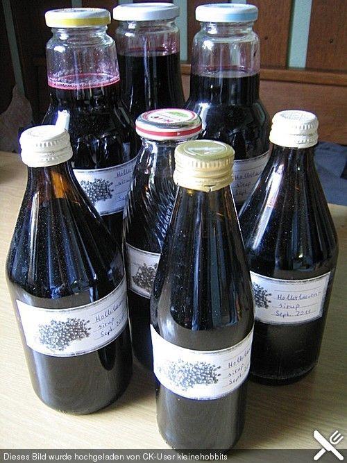 Hollerbeerensirup, ein tolles Rezept aus der Kategorie Alkoholfrei. Bewertungen: 1. Durchschnitt: Ø 3,3.