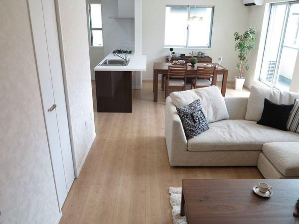 床の色とドアの色どちらの色合わせて家具を選んだらいいのか 参考にしてください インテリア リビング 10畳 インテリア 床の色