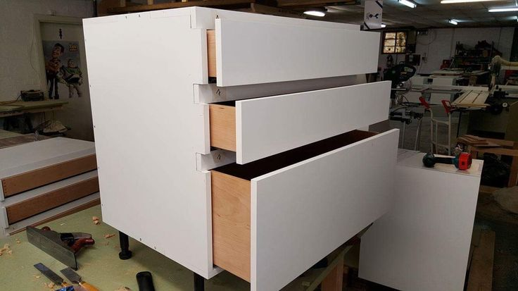 Handleless Drawers on white kitchen cabinets