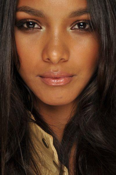 Para que consigas un resultado de un maquillaje plenamente natural y eminente es necesario que elijas