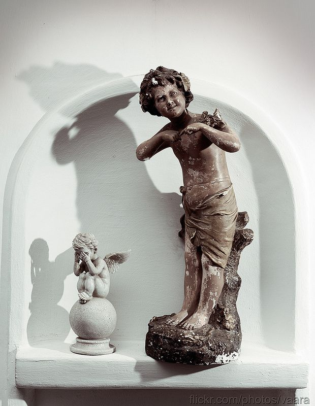 Very cute statue. Perfect for young childs room.