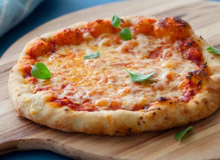 Πίτσα της στιγμής με εύκολη ζύμη