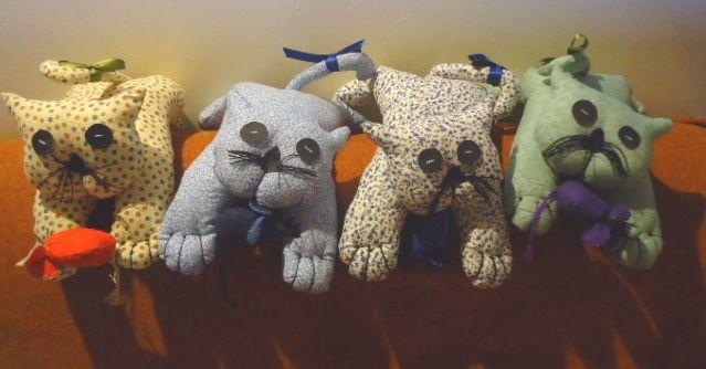 Gatitos de tela suaves y esponjosos, ideales como muñecos de apego