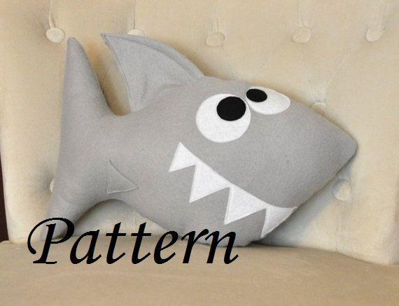 Shark patrón peluche Tutorial y para imprimir plantillas PDF - Chomp el patrón de la almohada de tiburón-