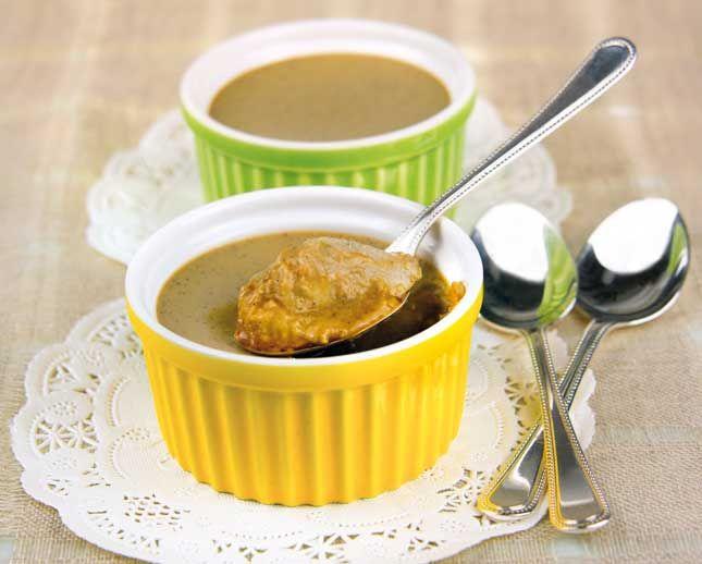 Budino di cocco. Un dessert al cucchiaio semplice da preparare, perfetto per accompagnare il tè, sano leggero per la merenda dei bambini. Da provare.