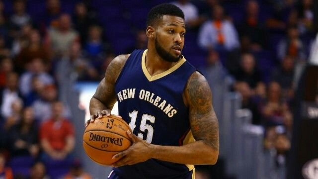 Alonzo Gee re-signs with the New Orleans Pelicans for 1 year.