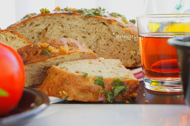 Kitchen Stori.es: Ελιόψωμο με Σκόρδο & Αρωματικά Βότανα
