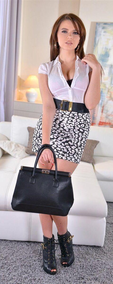 Marina Visconti #MarinaVxxx #HotSexyModels #Top50RisingStarlets #BrunetteBabes