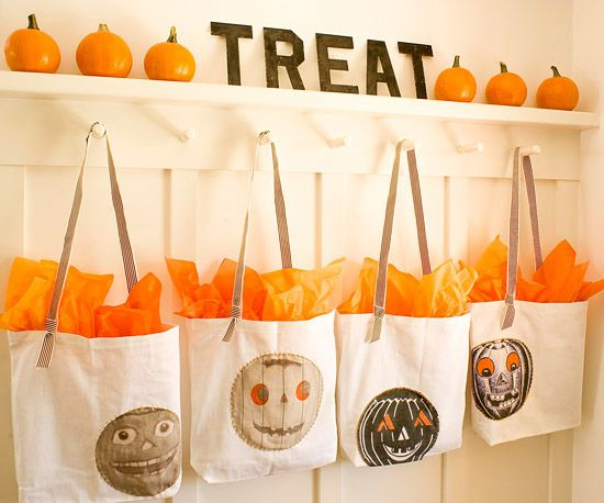 Print out clip art onto iron-on transfer paper to make these cute canvas goodie bags for your Halloween gathering. See the rest of this colorful Halloween bash: http://www.bhg.com/halloween/parties/halloween-harvest-party/?socsrc=bhgpin092212decoratedtreatbags=12Transfer Paper, Halloween Parties, Goodies Bags, Treats Bags, Hallows Eve, Halloween Crafts, Diy Canvas, Harvest Parties, Clips Art