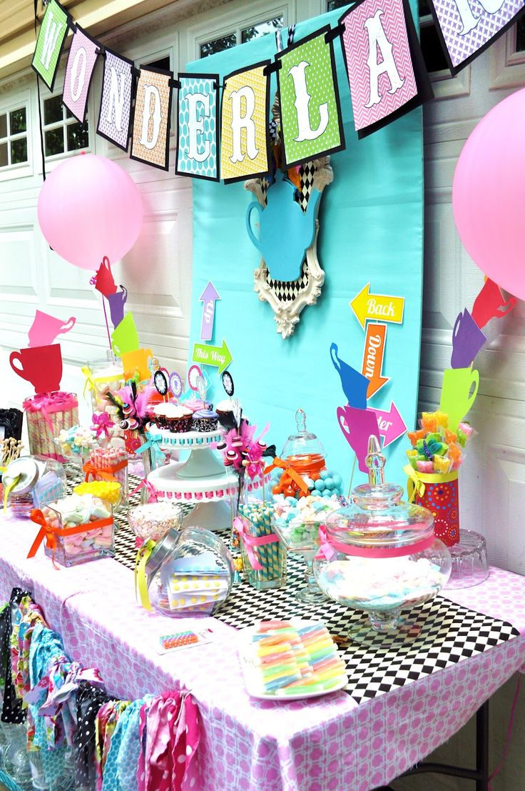 bridal shower teparty decorations%0A Alice In Wonderland Party