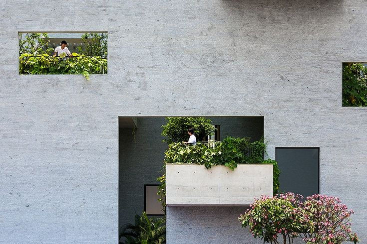 Part of VTN Architects' 'House for Trees' series, the 'Binh House' demonstrates the approach of integrating tropical gardens, open spaces and water within a high density neighborhood in Vietnam.