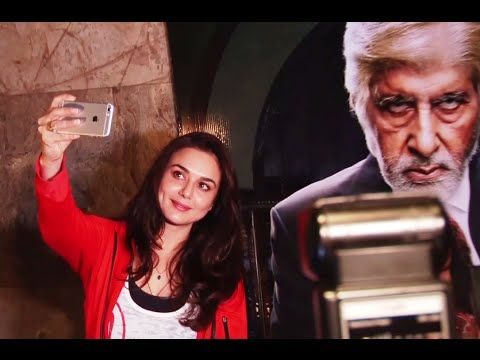 BIG FAN ! Preity Zinta takes SELFIE with the poster of Amitabh Bachchan.