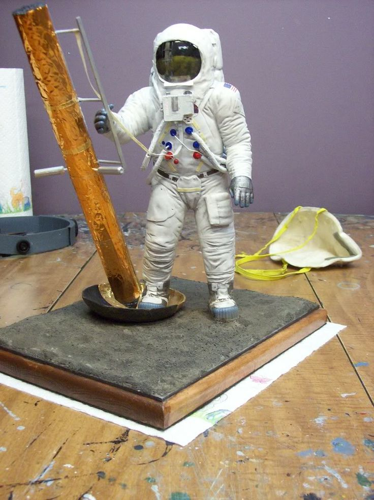 Revell S 1 8 Quot Apollo Astronaut On The Moon Quot Collectspace