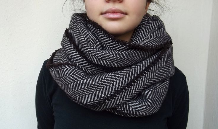 atohumcu   herringbone infinity scarf