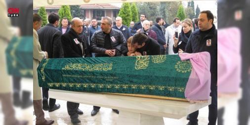 Mehmet Ağarın gelini son yolculuğuna uğurlandı : Kanser tedavisi gördüğü hastanede vefat eden Mehmet Ağarın gelini Badısabah Ağar İstanbulda toprağa verildi.  http://www.haberdex.com/dunya/Mehmet-Agar-in-gelini-son-yolculuguna-ugurlandi/69324?kaynak=feeds #Dünya   #Ağar #Mehmet #gelini #Badısabah #eden