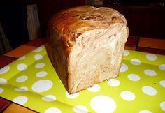 Csíkos kalács kenyérsütőgépben recept képpel. Hozzávalók és az elkészítés részletes leírása. A csíkos kalács kenyérsütőgépben elkészítési ideje: 80 perc