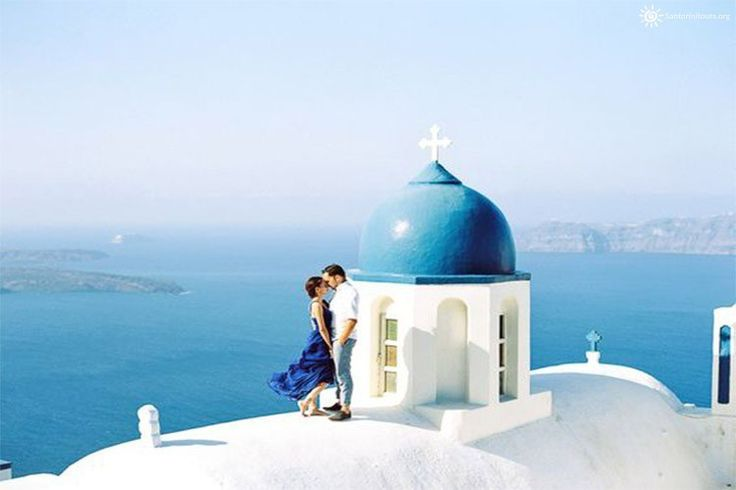 The most romantic private tours in Santorini