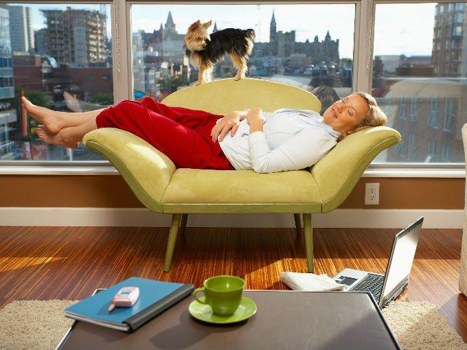 Existen infinidad de mitos sobre el sueño: las horas que debemos dormir, si adelgazamos mientras dormimos, si los sueños son premonitorios, si nos transportamos a otras dimensiones mientras dormimos, entre más locos los mitos, más seguidores tienen.  Pues aquí les develamos 6 mitos sobre el sueño relacionados con nuestra salud (y con la dieta) para que no las tomen desprevenidas:  1. Necesitamos dormir 8 horas para funcionar correctamente  Falso. Cada persona tiene diferentes necesidades en…