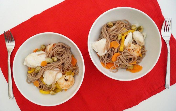 gezond wok recept | wok met noedels kabeljauw en scampi