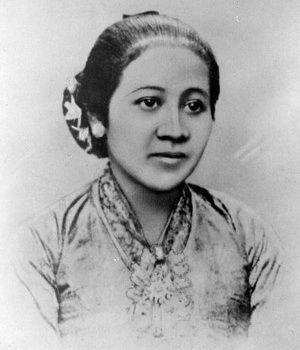 RA Kartini bukan sekedar wanita biasa. Dalam alur jejaknyalah, kaum wanita di Indonesia boleh berterima kasih atas sumbangsih kepemimpinan beliau dalam perbaikan status kaum wanita.