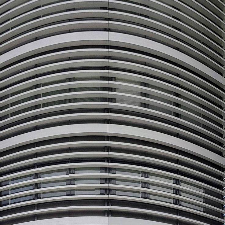 #architecturelover #architecturelovers #building #glass #metal #grey