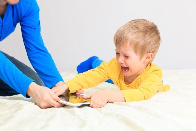 Ваш малыш часто капризничает, не умеет проявлять даже чуточку терпения, не допускает наказаний и зап
