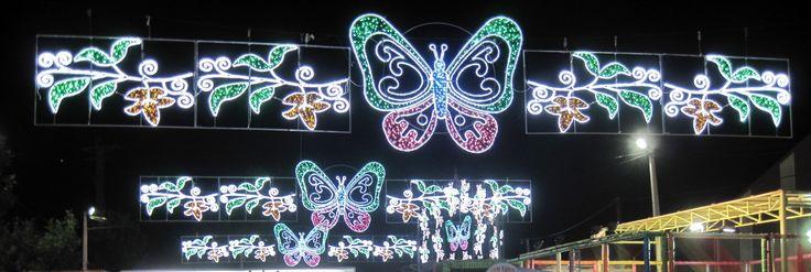 Alumbrado de fiestas con centro de Mariposas y laterales en formas de hojas y pétalos  www.electromiño.es  #electromiño #CiudadesNavidad #luz #colores #mariposa #leds #led #alumbrado #alumbradofiestas #flores #laterales #lucesdecolores #petalos