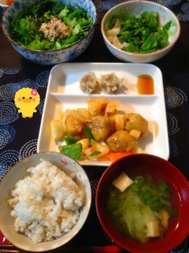 夕ご飯:酢豚、シュウマイ(すだちポン酢)、サラダ(レタス+5種スプラウト+小松菜+ツナマヨ+乾燥パセリ)、白菜とエリンギのお味噌汁(合わせ、白)、カブの塩麹漬け。