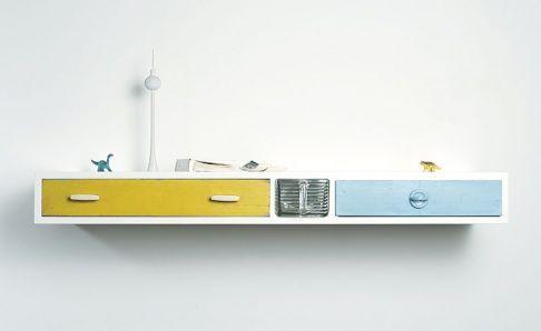Von der Möbeldesignerin Franziska Wodicka haben diese alten Schubladen eine neue Aufgabe erhalten und bilden jetzt zusammen ein neues Regal....