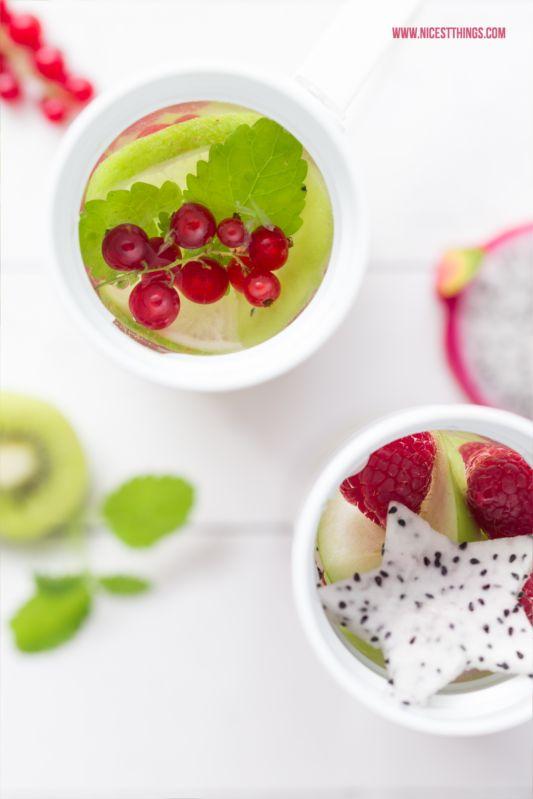 Fruit Infused Water mit Kiwi, Johannisbeere, Melisse, Drachenfrucht