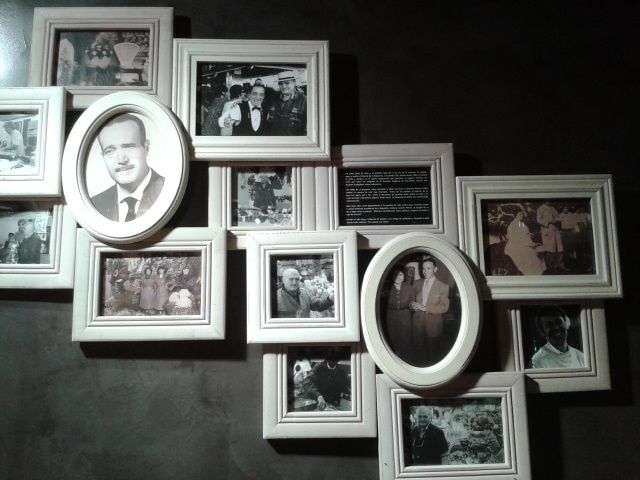 Memories of yesterday and always decorate the wall: the st at the beginning of the 20th century, in the 1950s, Grandfather Santiago, the chef Ramon Cabau, Eduard with the barman Pinotxo ... There is a lot of history lived in this market!