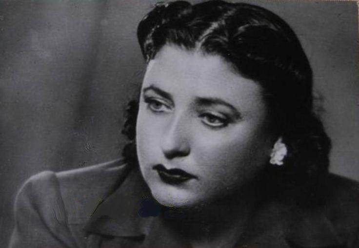 Şaziye Moral - Şaziye Moral (d. 1903, Kırcaali - ö. 9 Nisan 1985, İstanbul), tiyatro ve sinema oyuncusu, seslendirme sanatçısı.  Cumhuriyetin ilanından önce sahneye çıkan ilk iki Müslüman kadın oyuncudan biridir.  İstanbul'da Darülmuallimat'ta okudu. 1919'da Celal Yakup'un Kırık Kalp oyunuyla ilk kez sahneye çıktı. Ama Müslüman kadınların tiyatroda oynamasının yasak olduğu gerekçesiyle polis kovuşturmasına uğradı. Amatör bir toplulukla turnelere çıktıktan sonra 1924'te Darülbedayi'ye girdi…