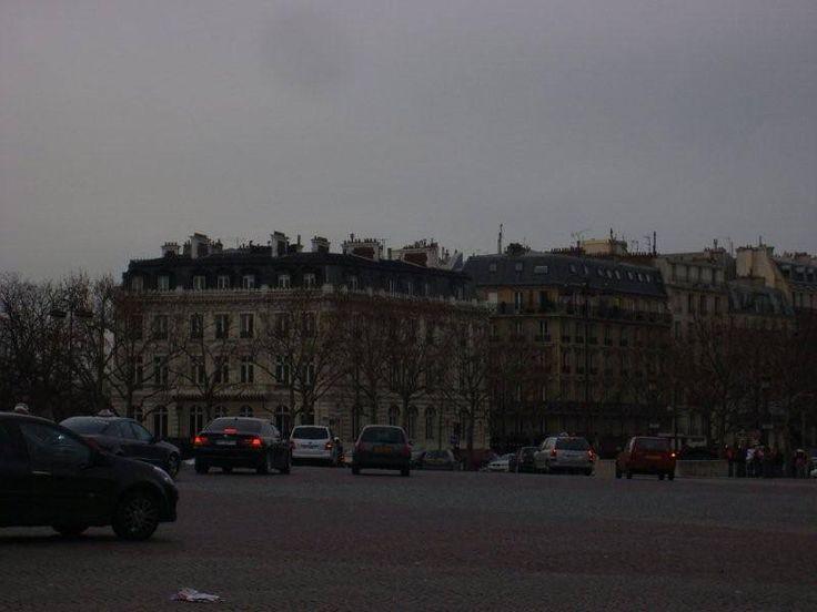 Ara sokaklarında güzel butik oteller ve restoranlar bulunmakta. Gezinin son günlerine doğru bu yerleri de gezme fırsatı bulduk... Daha fazla bilgi ve fotoğraf için; http://www.geziyorum.net/champ-elysees-paris/