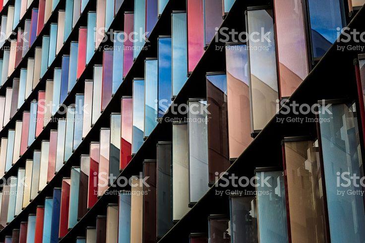 Абстрактный цветной современной архитектуры в городе из Лондон – роялти-фри стоковая фотография