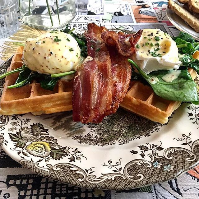 G's.. It is definitely a really nice place! #brunch #Sunday #eggs #benedict  #spinach #waffles #bacon #breakfast #morning #food #instafood #instagood #foodporn #flavourfoodies #instatravel #yummy #delicious #instapic #travel #love #foodies #gs # #amsterdam #holland