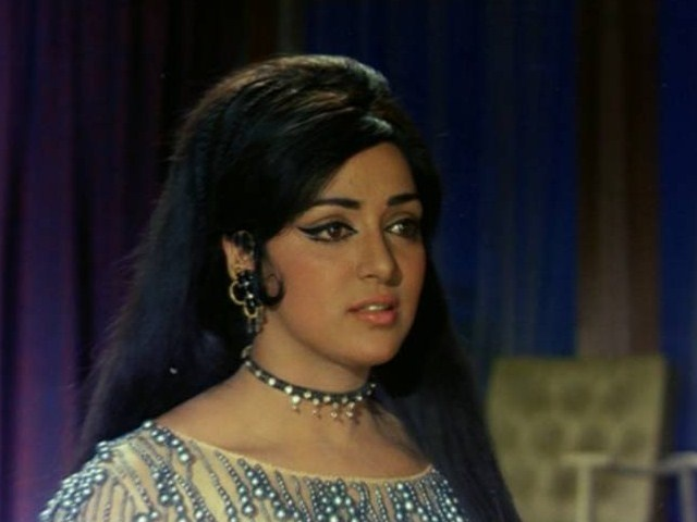 Bollywood Movie Fashion: Hema Malini in Raja Jani (1972)