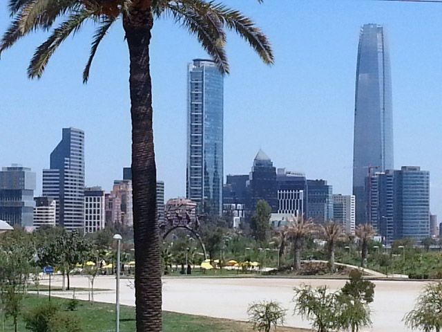 Vista de la Torre Costanera de César Pelli. Santiago de Chile