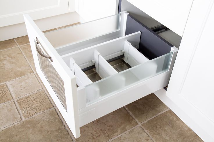 Aerated vegetable drawer. Traditional kitchen. Oil drawer with dividers. www.thekitchendesigncentre.com.au